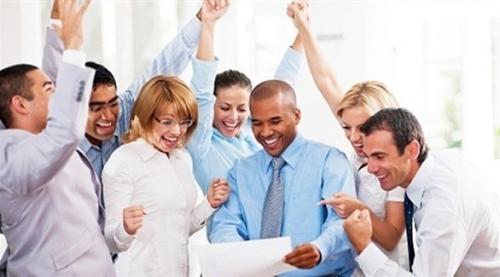 إجراءات بسيطة تجعل بيئة العمل إيجابية وسعيدة