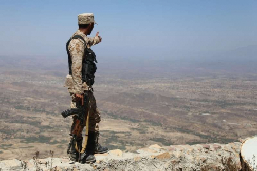 الجيش اليمني يلاحق فلول التمرّد في الجراحي بإسناد إماراتي