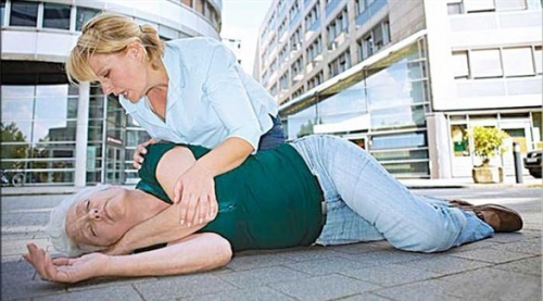 الإغماء لدى المسنين يستلزم استشارة الطبيب فوراً