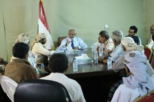 محافظ محافظة الحديدة يترأس اجتماعاً للمكتب التنفيذي لمديرية الخوخة