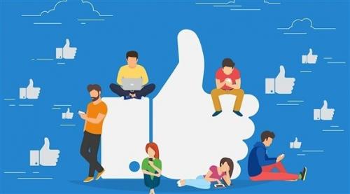 """""""فيس بوك"""" يخسر مستخدميه الشباب لصالح """"سناب شات"""" و""""انستغرام"""