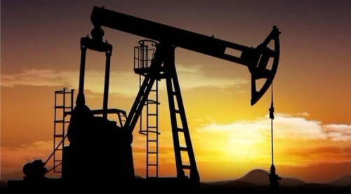 النفط يصعد بعد بيانات المخزونات الأمريكية وتعليقات سعودية