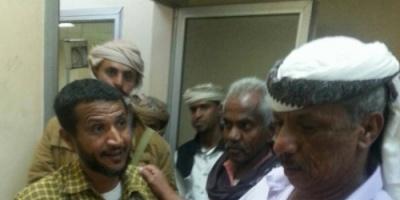 محافظ لحج يقيل مديري الصحة ومستشفى إبن خلدون بعد إطلاعه  على تردي الخدمات في المستشفى