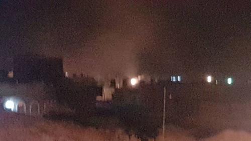 """مسلحو """" القاعدة """" يفجرون معسكرا مهجورا في وادي عمد بحضرموت"""