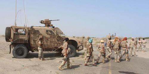 القوات المسلحة الإماراتية وقوات العمالقة تستبسلان لإنقاذ جنود إماراتيين تعدوا خط النار في جبهة موزع.