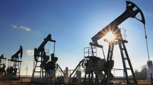 النفط يسجل أعلى مستوى في أسبوعين بعد تعافي أسواق الأسهم والتوتر في الشرق الأوسط