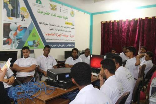 الصندوق الاجتماعي للتنمية يواصل برنامج المعرفة المهنية والقرائية بمعهد نماء حضرموت بالمكلا