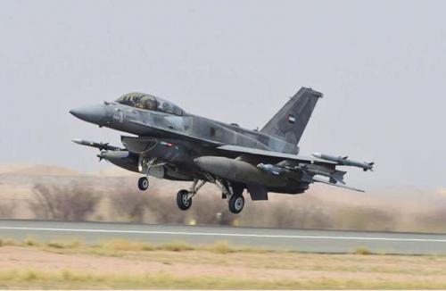 مقاتلات التحالف تقصف تعزيزات عسكرية لميليشيات الحوثي جنوب معسكر خالد بن الوليد