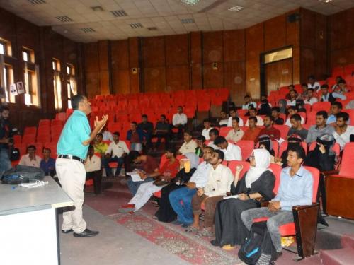 """""""تعزيز الثقة بالنفس"""" في دورة تدريبية لطلاب كلية الحقوق جامعة عدن"""