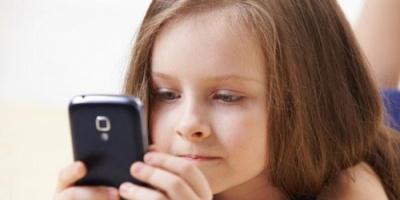 إعلامي يكتشف رسائل محزنة لابنته إلى جدها المتوفي وما قالته فطر القلوب