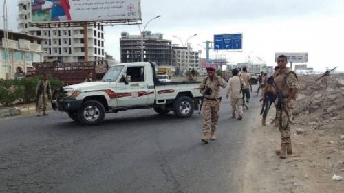 مصدر أمني : الأمن يباشر التحقيق في حادثة استهداف طقم للمقاومة في خط العريش بعدن