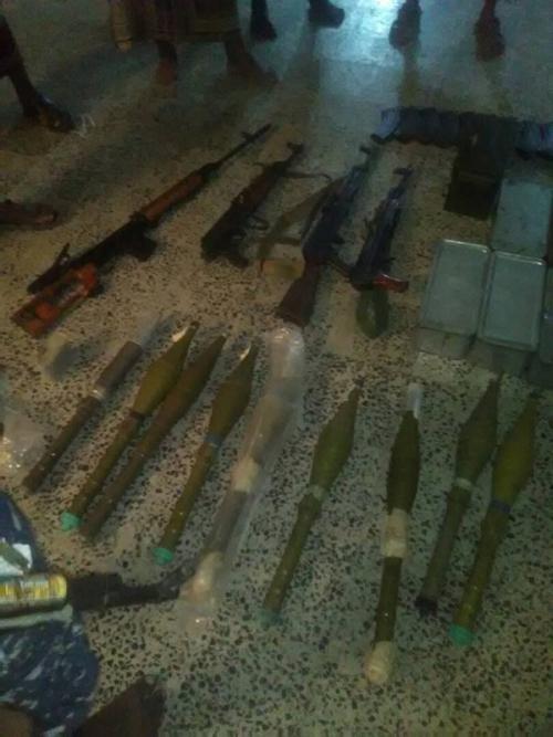 نقطة حسان بابين التابعة للحزام تقبض على سيارة تحمل أسلحة متنوعة «صور»