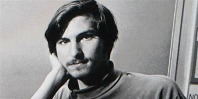 مزاد يعرض طلب وظيفة بتوقيع ستيف جوبز قبل تأسيس أبل