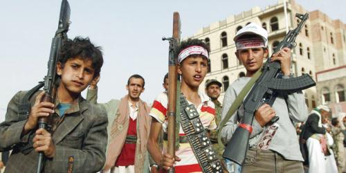 جماعة الحوثي تواصل تجنيد مئات الأطفال والدفع بهم إلى جبهات القتال