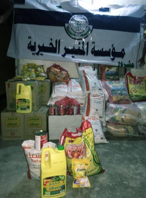 المنير الخيرية توزع 60 سلة غذائية لعدد من الأسر بعدن