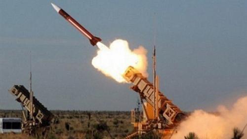 الدفاعات الجوية تعترض صاروخ باليستي بمأرب