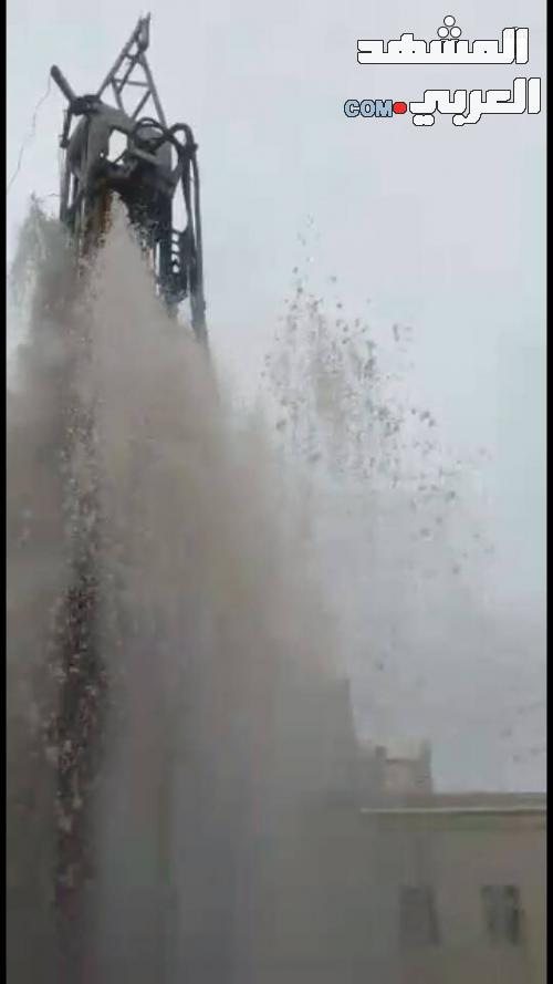 فرحة غامرة تعم سكان الحبيلين اثر تدفق مياه بئر ارتوازية حفرت في المنطقة