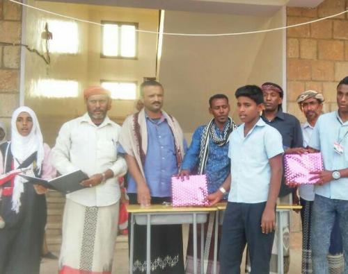 مدرسة الأيوبي بسقطرى تكرم أوائل طلاب وطالبات الصف التاسع للفصل الدراسي الأول