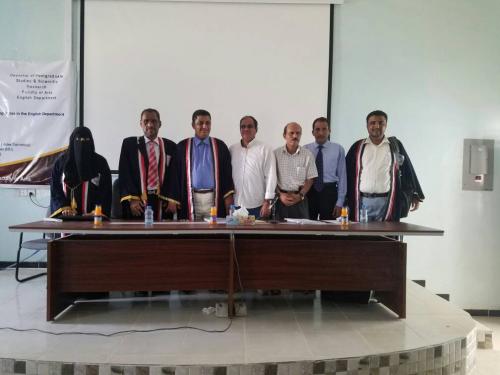 بمشاركة البروفيسور الجعدني جامعة حضرموت تجري المناقشات  العلنية  لمنح درجات الماجستير في اللغة الانجليزية