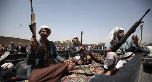 ميليشيا الحوثي تفرج عن عسكريين موالين لصالح بينهم ضباط برتب رفيعة