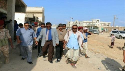 محافظ سقطرى يتفقد سير أعمال الصيانة في شوارع حديبو ويثمن دور الإمارات في دعم المحافظة