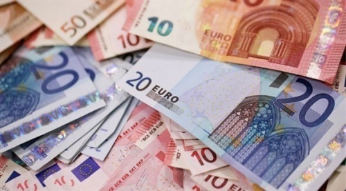 اليورو يهبط لأدنى مستوى في 6 أشهر