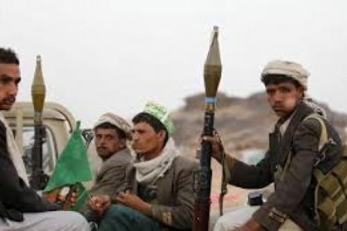 الحوثيون يقطعون ويجرفون  الطريق  الاسفلت الرابط بين الحديدة تعز