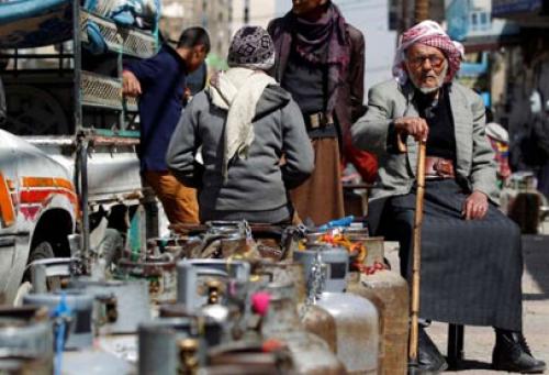 مقتل 4 مواطنين وإصابة آخرين برصاص مسلح أمام محطة غاز بصنعاء