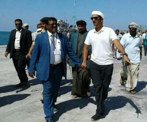 بدعم اماراتي محافظ سقطرى ومندوب مؤسسة خليفة بن زايد يفتتحان #المشاريع التطويرية لميناء المحافظة
