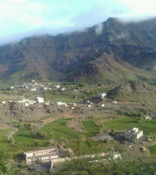 احتراق منزل مواطن اثر قصف مليشيات الحوثي قرى غرب مريس بالضالع