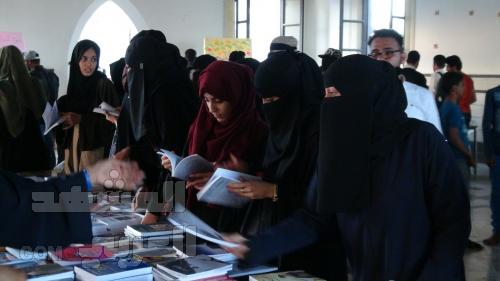 تغطية مصورة.. شباب وفتيات عدن في معرض بوك تايم للكتاب : من هنا سنتحدى الإرهاب