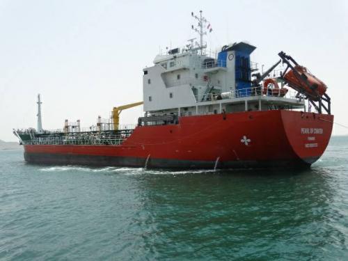 درة كريتر تعود إلى عدن وترسو في غاطس ميناء الزيت