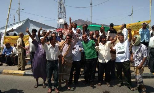 امين عام اتحاد نقابات عمال عدن يطالب بفتح تحقيق عاجل ومحاسبه المعتدين على عمال وموظفي النفط المحتجين