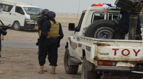 وحدة مكافحة الإرهاب التابعة لإدارة أمن عدن تداهم سوقا لبيع الأسلحة في الشيخ عثمان