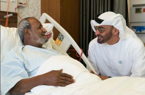 صور.. الشيخ #محمد_بن_زايد يزور الفنان الردفاني في المشفى