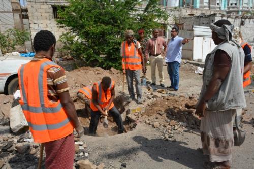 مدير عام صيرة  يتفقد أعمال صيانة الصرف الصحي بحي الروزميت