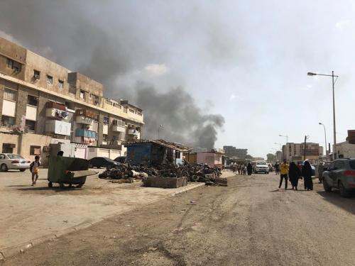 آثار الدمار الذي خلفه الهجوم الانتحاري على مطبخ الحزام الأمني بمدينة المنصورة ( صور + فيديو)