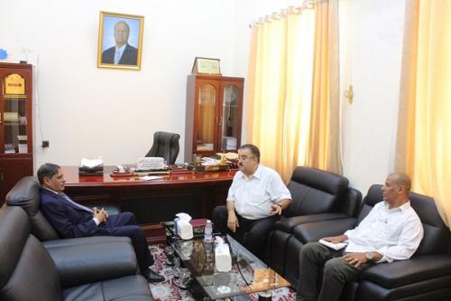 المحافظ البحسني يلتقي نائب رئيس تحرير صحيفة (الأيام)