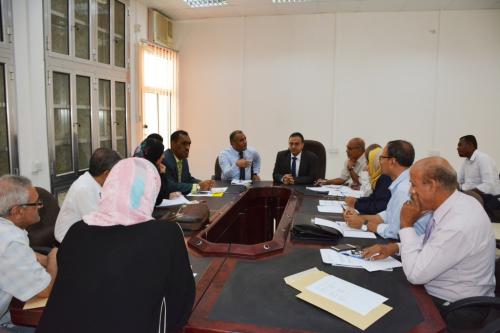 رئيس جامعة عدن يبحث استعدادات الجامعة للفصل الدراسي الثاني لطلاب السنة التحضيرية