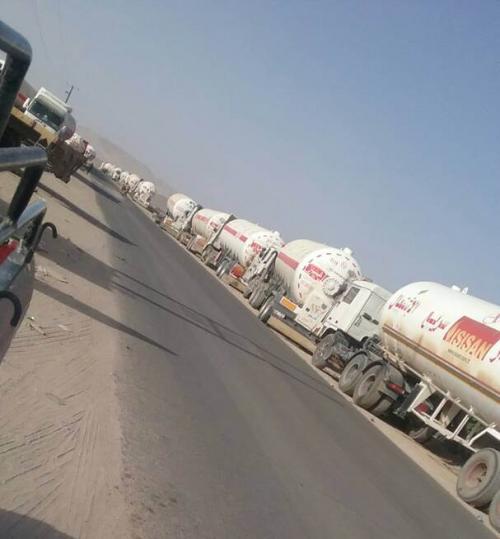 قبائل مأرب تمنع  مرور حافلات النفط  احتجاجا على تسعيرة الحكومة الجديدة