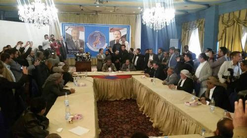 مؤتمريو صنعاء ينفون الانقسامات ويكرسونها باتهام جناح الشرعية بالخيانة العظمى