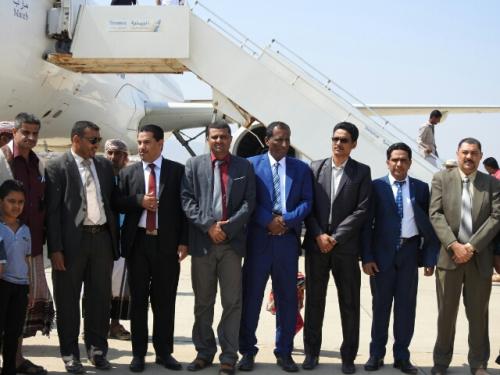 الوكيلان الجريبي ومحروس يستقبلان أول رحلة طيران لليمنية الى مطار سقطرى الدولي