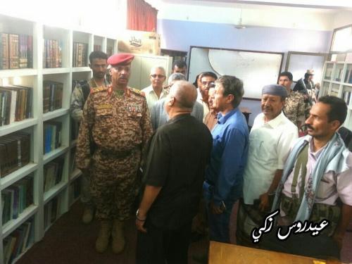 """محافظ لحج يَتَفَقَّد فرع الهيئة العامة للكتاب بالمحافظة و يزور مكتبة  """" القُمِندَان """"  بالحوطة"""