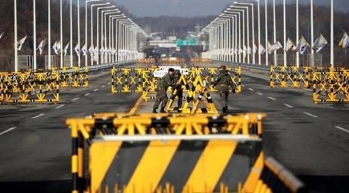 كوريا الجنوبية تنشئ طريقاً سريعاً يربطها بجارتها الشمالية