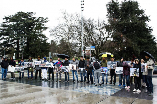 وقفة احتجاجية أمام مقر الأمم المتحدة في جنيف تنديدا بجرائم مليشيا الحوثي في اليمن