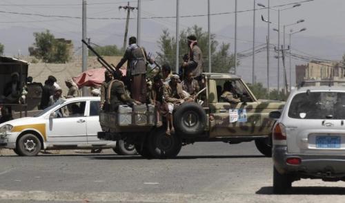 الحوثيون يفرضونمبالغ مالية باهظة على المحلات التجارية في صنعاء مقابل إنارة الشوارع