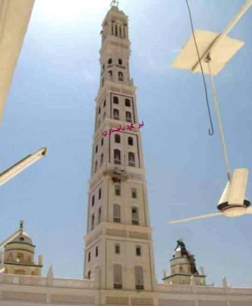 البدء بتجديد وصيانة مسجد المحضار الشهير ومنارته الطينية الشاهقة (تقرير)