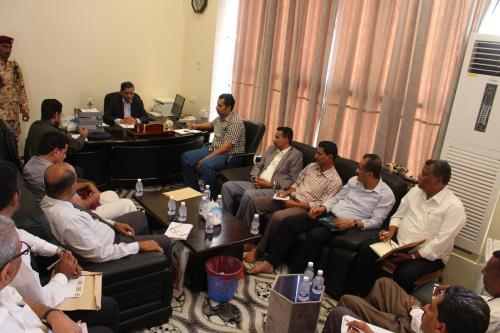 محافظ حضرموت يوجه بتشكيل لجنة لترتيب استقبال العائدين من المهجر