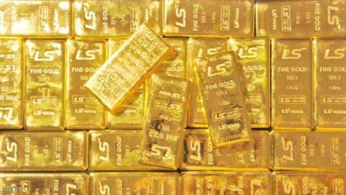 الذهب يهبط لليوم الرابع مع بقاء الدولار قويا