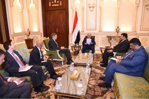 غريفيث التقى هادي وتعهد إطلاق مفاوضات شاملة